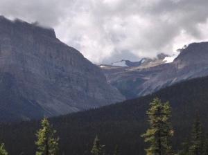 Banff big mountains2