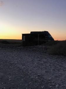van-outline-sunset