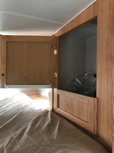 closet-door-over-bed