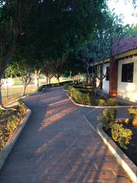 jardines walkway.JPG