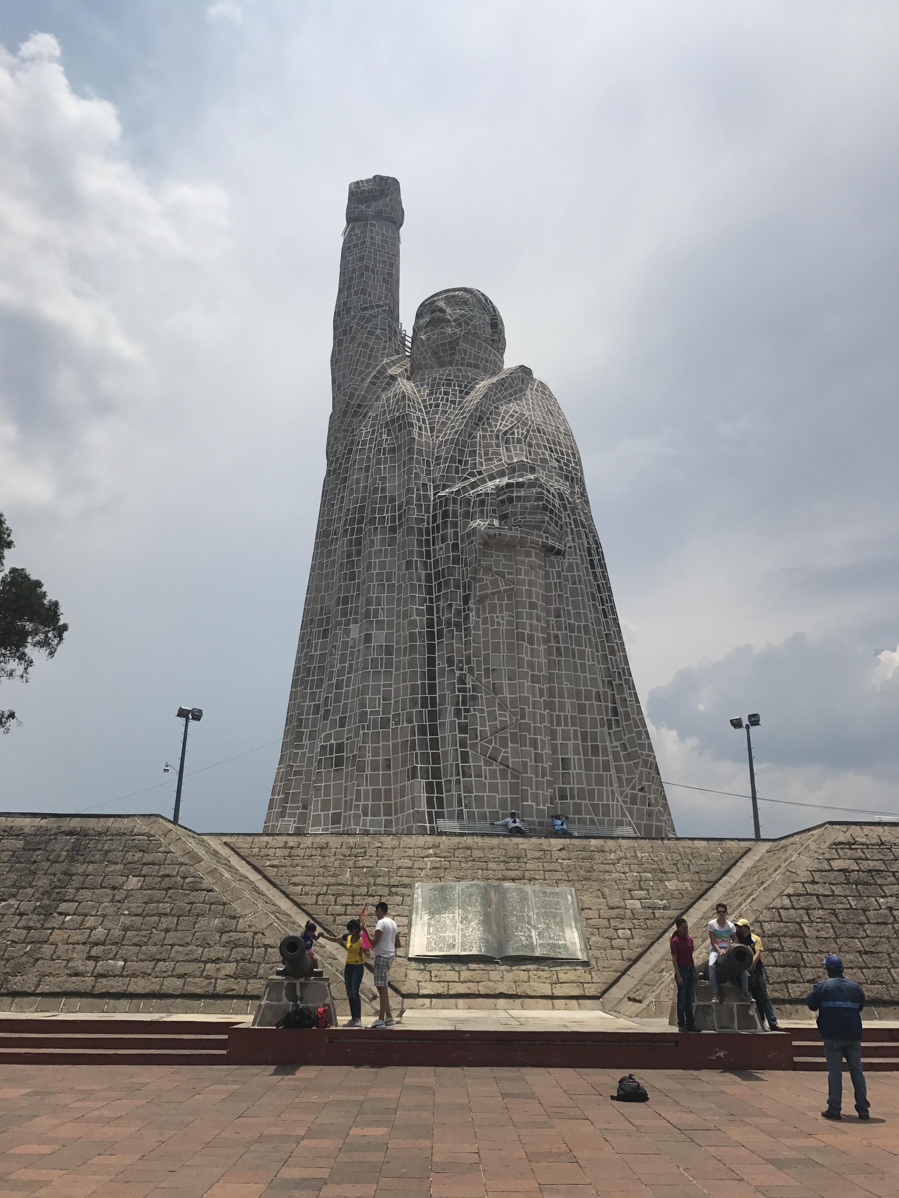 morelos statue janitzeo.jpg