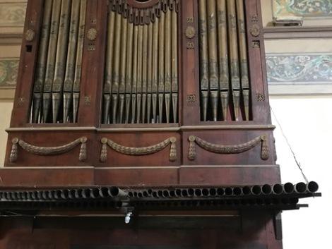 the old old organ.JPG