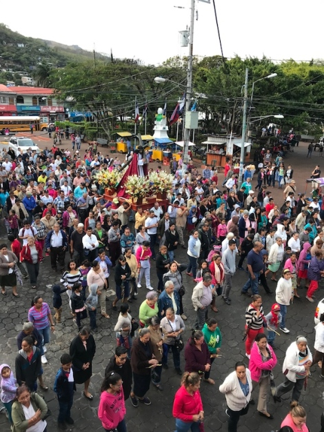 matagalpa religious crowd