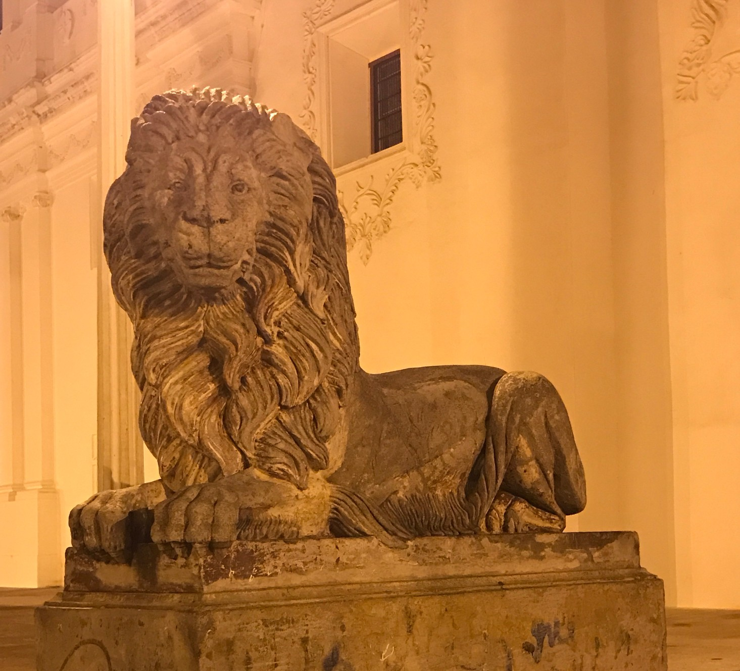 lion sculpture in leon.jpg