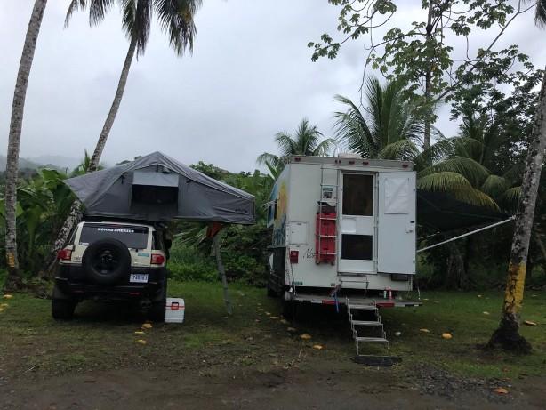 Las Ventanastwo rigs beach camp.jpg