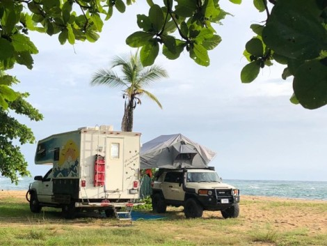 Puerto Viejotwo rigs beachside camping.jpg