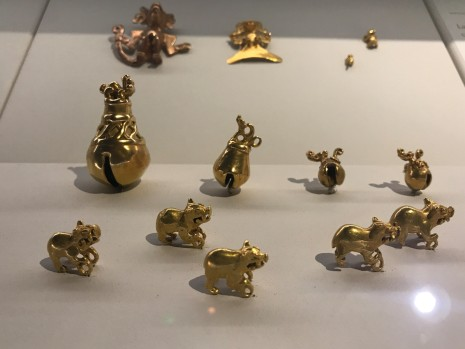 gold museum frogs