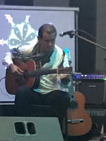 apartment guitar class
